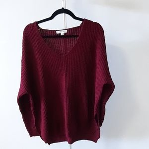 V-neck maroon knitted sweater with side slit